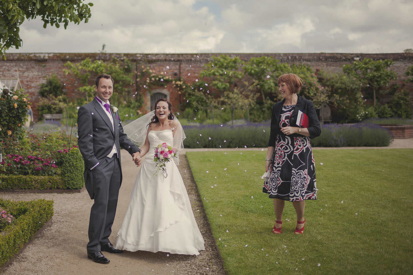 chrissarah walled garden midhurst wedding photographer 0085